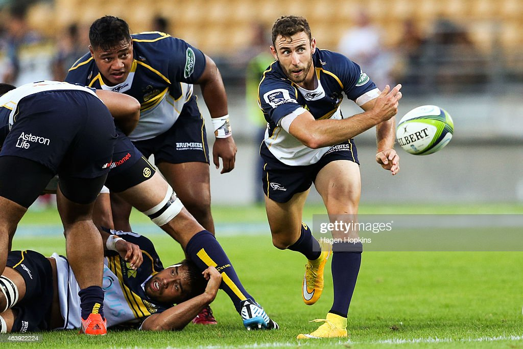 <a gi-track='captionPersonalityLinkClicked' href=/galleries/search?phrase=Nic+White+-+Rugby+Player&family=editorial&specificpeople=10977486 ng-click='$event.stopPropagation()'>Nic White</a> of the Brumbies passes during the round two Super Rugby match between the Chiefs and the Brumbies at Yarrow Stadium on February 20, 2015 in New Plymouth, New Zealand.