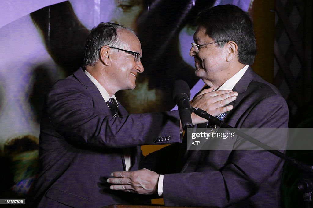 Nicaraguan writer and former vice president Sergio Ramirez (R) is decorated with France's Arts and Letters Order by Antoine Joly, French ambassador to Nicaragua on November 7,2013. AFP PHOTO/Inti OCON