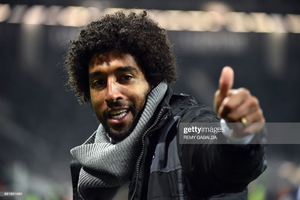 Nice's captain Dante celebrates after Nice won the French L1 football match between Toulouse and Nice, on November 29, 2017 at the Municipal Stadium in Toulouse, southern France. /