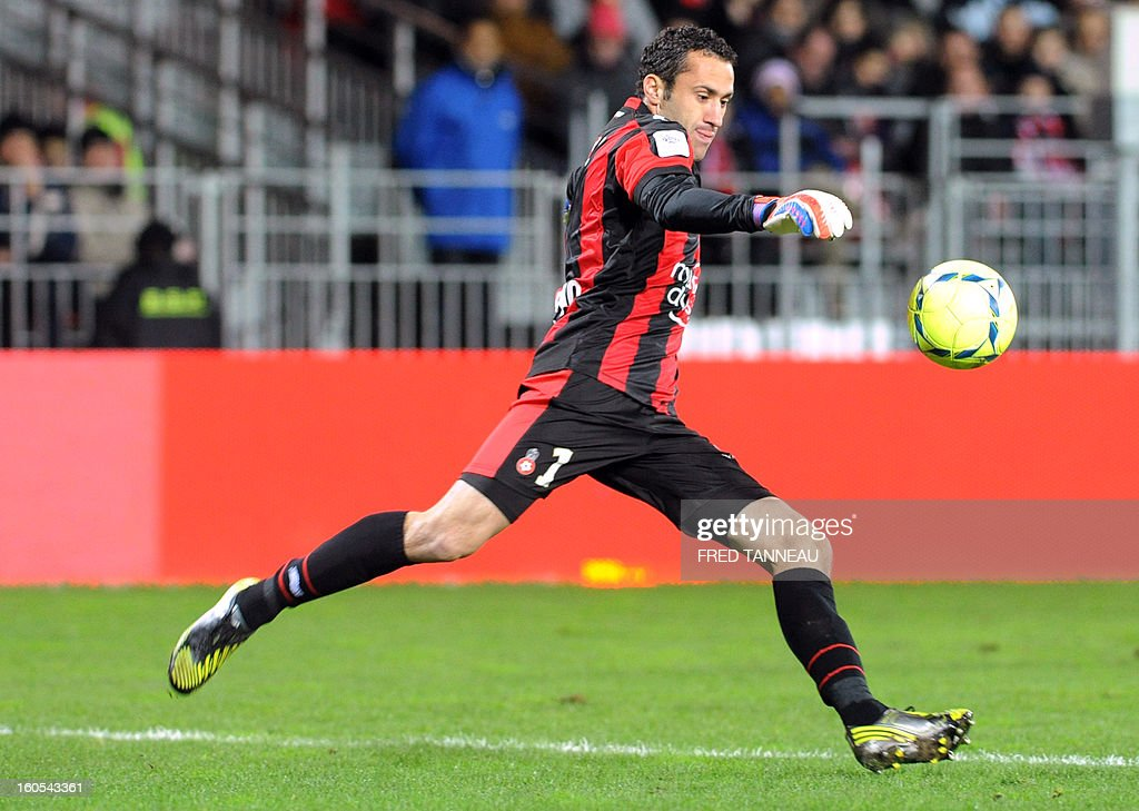 Nice's Colombian goalkeeper David Ospina clears the ball during a French L1 football match between Brest and Nice at the Francis Le Ble stadium on February 2, 2013 in Brest, western France.