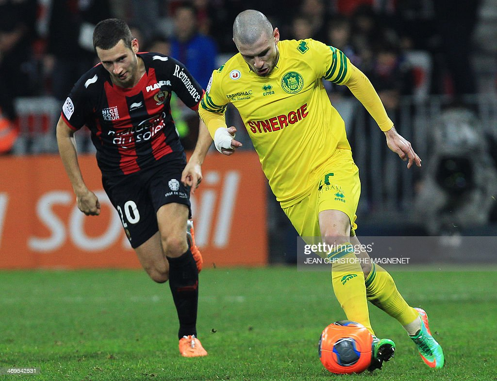 Nice's Dutch midfielder Luigi Bruins (L) vies with Nantes' French midfielder Vincent Bessat during the French L1 football match between OGC Nice (OGCN) and FC Nantes (FCN) on February 15, 2014, at the Allianz Riviera stadium, in Nice, southeastern France.