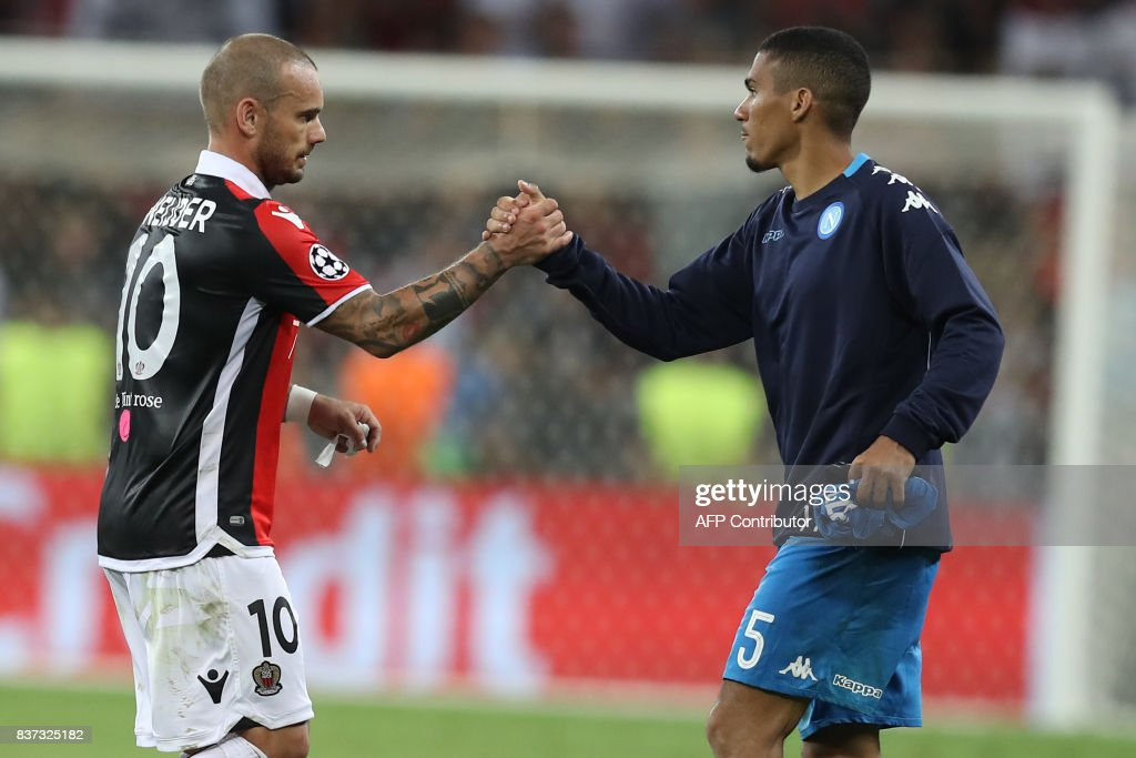 Nice's Dutch midfielder Wesley Sneijder (L) congratulates Napoli's Brazilian midfielder Marques Loureiro Allan after the UEFA Champions League play-off football match between Nice and Napoli at the Allianz Riviera stadium in Nice, southeastern France, on August 22, 2017. /