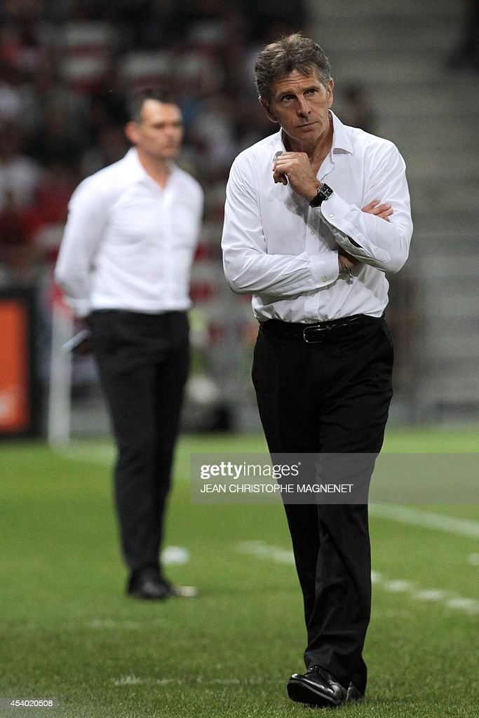 Nice's French coach Claude Puel (R) and Bordeaux's French head coach Willy Sagnol (L) stand on the side of the pitch during the French L1 football match Nice (OGCN) vs Bordeaux (FCGB) on August 23, 2014 at the Allianz Riviera stadium, in Nice, southeastern France.