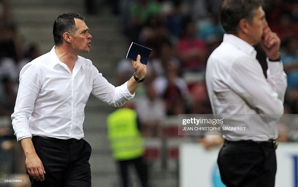 Nice's French coach Claude Puel (R) and Bordeaux's French head coach Willy Sagnol (L) react during the French L1 football match Nice (OGCN) vs Bordeaux (FCGB) on August 23, 2014 at the Allianz Riviera stadium, in Nice, southeastern France.
