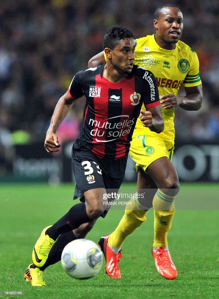 Nice's French defender Jordan Amavi (L) runs with the ball during a French L1 football match Nantes against Nice on September 25, 2013 in La Beaujoire stadium in Nantes, western France.