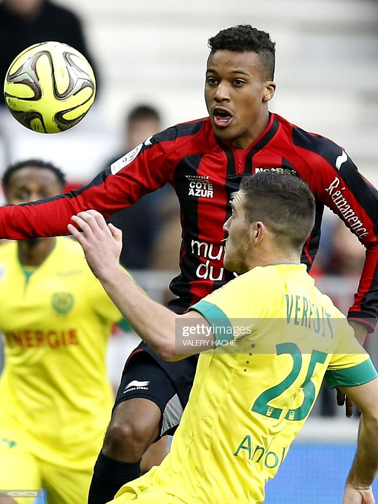 Nice's French forward Alassa Plea (L) vies with Nantes' French midfielder Jordan Veretout (R) during the French L1 football match between Nice and Nantes on february 8, 2015 at the Allianz Riviera stadium in Nice, southeastern France.