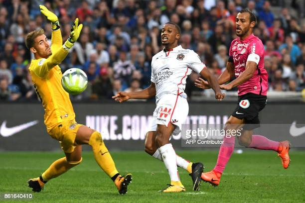 Nice's French forward Alassane Plea vies with Montpellier's Brazilian defender Vitorino Hilton and Montpellier's French goalkeeper Benjamin Lecomte...
