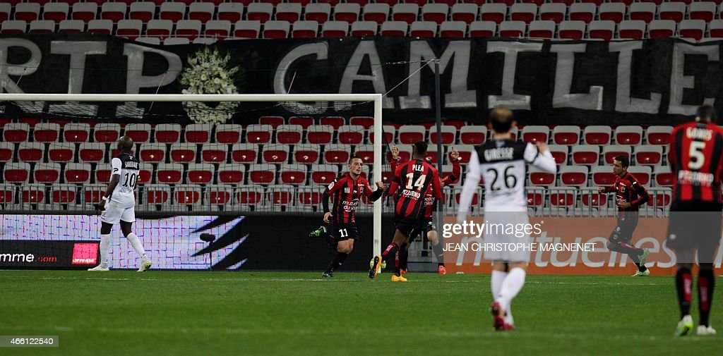 Nice's French forward Eric Bautheac celebrates after scoring a goal during the French L1 football match between Nice and Guingamp on March 13, 2015, at the Allianz Riviera stadium in Nice, southeastern France.