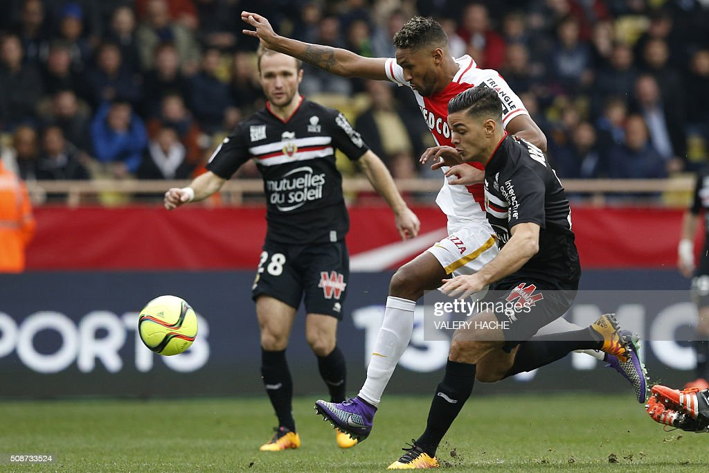 Nice's French forward Hatem Ben Arfa (R) vies with Monaco's Brazilian defender Fortuna Dos Santos Wallace during the French L1 football match between Monaco (ASM) and Nice (OGCN) at Louis II Stadium in Monaco on February 6, 2016. AFP PHOTO / VALERY HACHE / AFP / VALERY HACHE