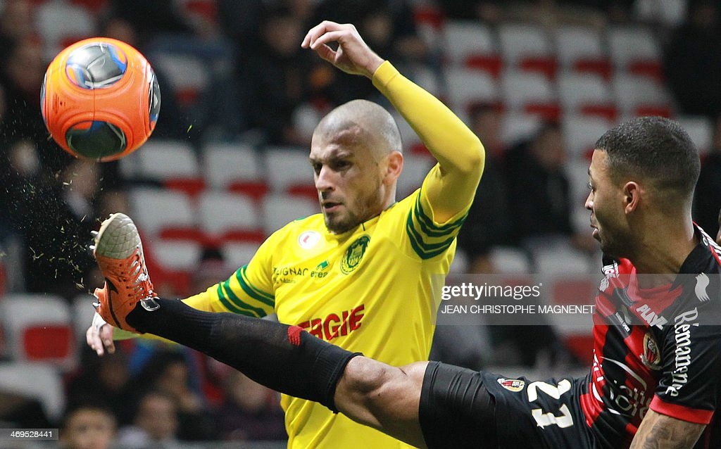 Nice's French midfielder Lloyd Palun (R) vies with Nantes' French midfielder Vincent Bessat during the French L1 football match between OGC Nice (OGCN) and FC Nantes (FCN) on February 15, 2014, at the Allianz Riviera stadium, in Nice, southeastern France.