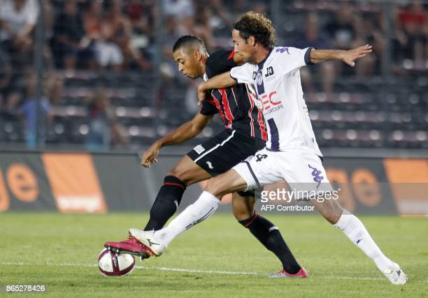 Nice's Gabonese midfielder Lloyd Palun vies with Toulouse's midfielder Pantxi Francois Sirieix during their French L1 football match Nice vs Toulouse...