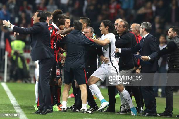 Nice's Italian forward Mario Balotelli and Paris SaintGermain's Uruguayan forward Edinson Cavani have words during the French L1 football match Nice...