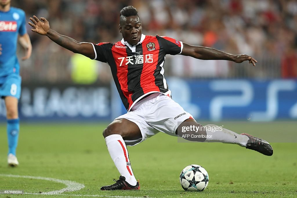 Nice's Italian forward Mario Balotelli kicks the ball during the UEFA Champions League play-off football match between Nice and Napoli at the Allianz Riviera stadium in Nice, southeastern France, on August 22, 2017. /