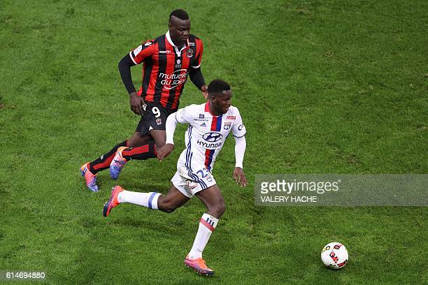 Nice's Italian forward Mario Balotelli vies with Lyon's Jordy Gaspar during the French L1 football match Nice vs Lyon on October 14 2016 at the...