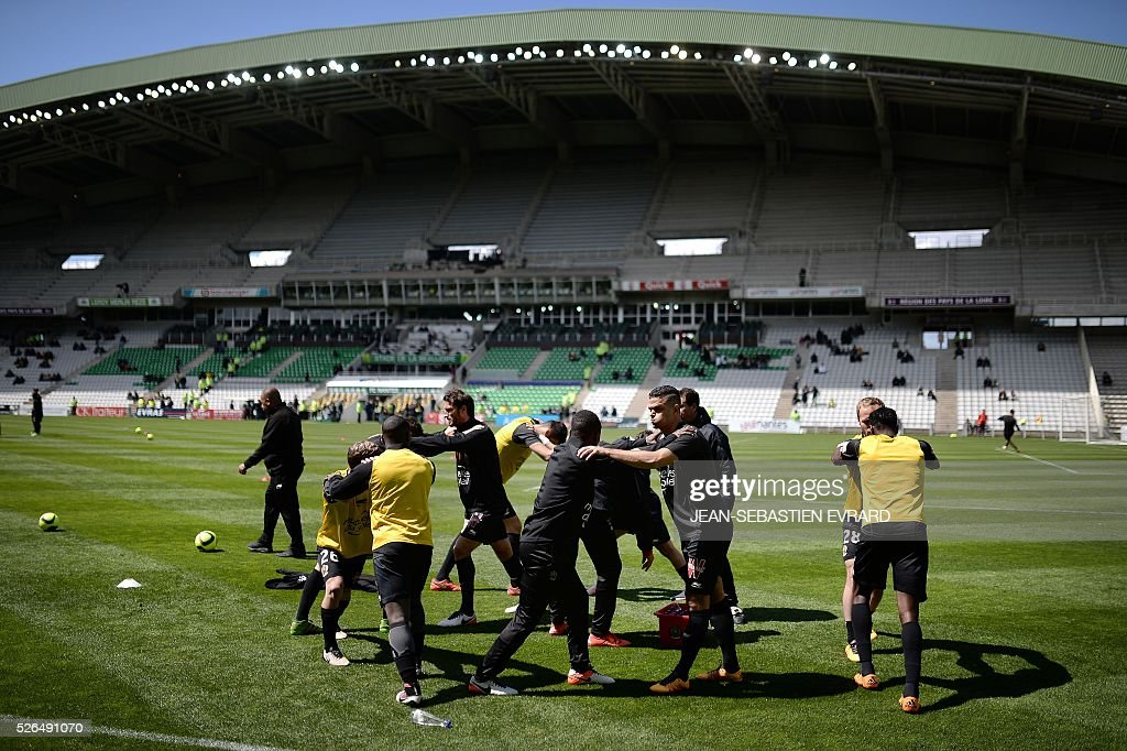 Nices' players warm up prior to the French L1 football match between Nantes and Nice on April 30, 2016 at the Beaujoire stadium in Nantes, western France.