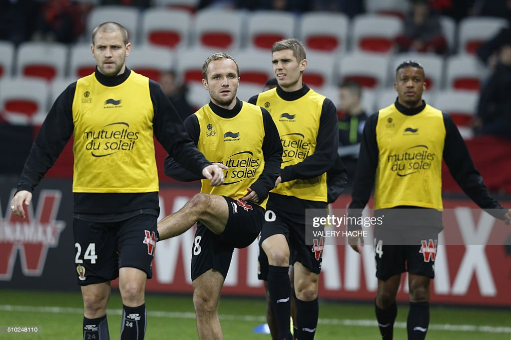 Nice's players warm up prior to the French L1 football match Nice (OGC Nice) vs Marseille (OM) on February 14, 2016 at the 'Allianz Riviera' stadium in Nice, southeastern France. / AFP / VALERY HACHE