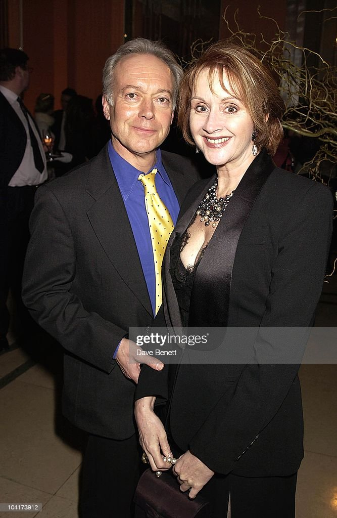Nicholas Grace With Sally Burton, The Premiere Of Shipping News Was Followed By A Glamorous Party At Clarridges Hotel In London.