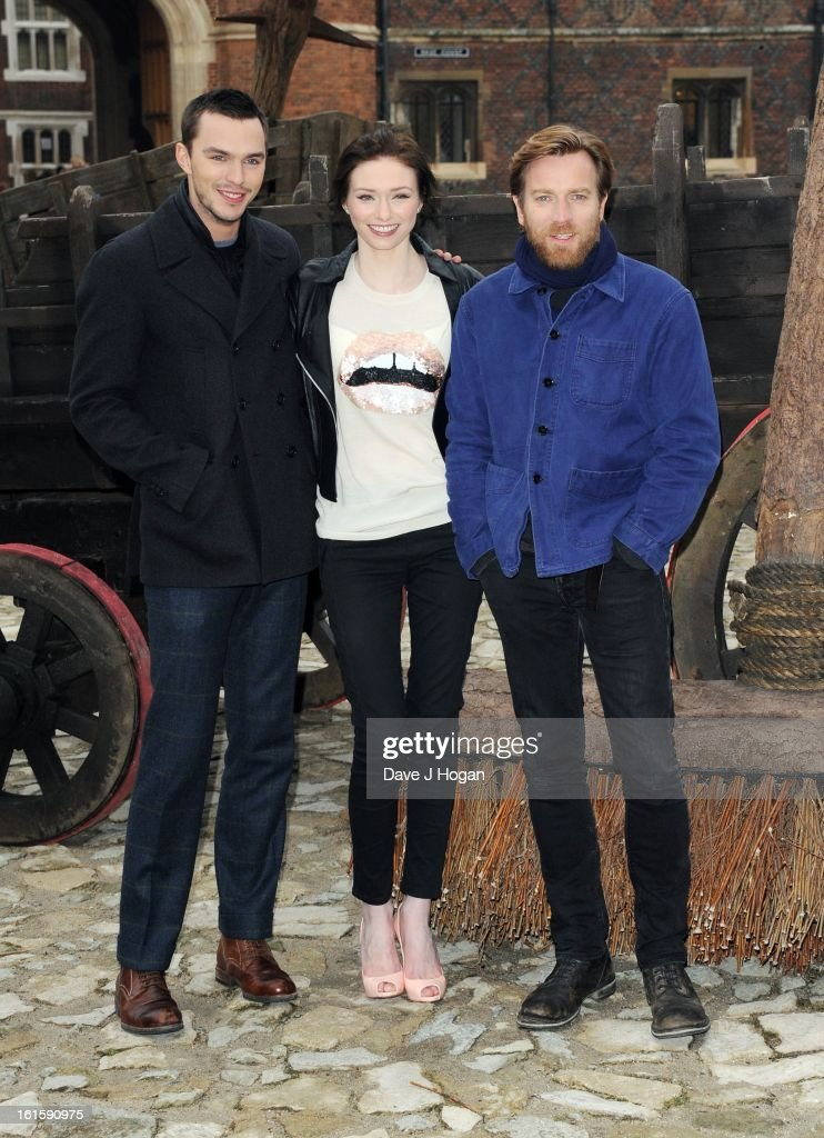 <a gi-track='captionPersonalityLinkClicked' href=/galleries/search?phrase=Nicholas+Hoult&family=editorial&specificpeople=598892 ng-click='$event.stopPropagation()'>Nicholas Hoult</a>, <a gi-track='captionPersonalityLinkClicked' href=/galleries/search?phrase=Eleanor+Tomlinson&family=editorial&specificpeople=2649367 ng-click='$event.stopPropagation()'>Eleanor Tomlinson</a> and Ewan McGregor attend a photocall for 'Jack The Giant Slayer' at Hampton Court Palace on February 12, 2013 in London, England.