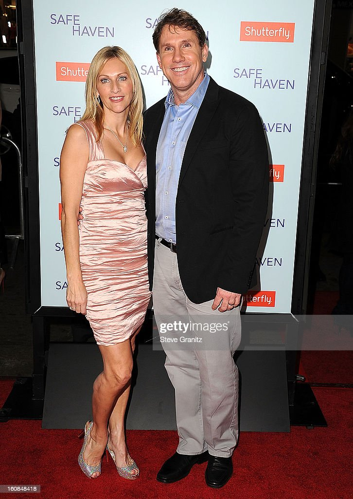 <a gi-track='captionPersonalityLinkClicked' href=/galleries/search?phrase=Nicholas+Sparks&family=editorial&specificpeople=1057500 ng-click='$event.stopPropagation()'>Nicholas Sparks</a> arrives at the 'Safe Haven' - Los Angeles Premiere at TCL Chinese Theatre on February 5, 2013 in Hollywood, California.