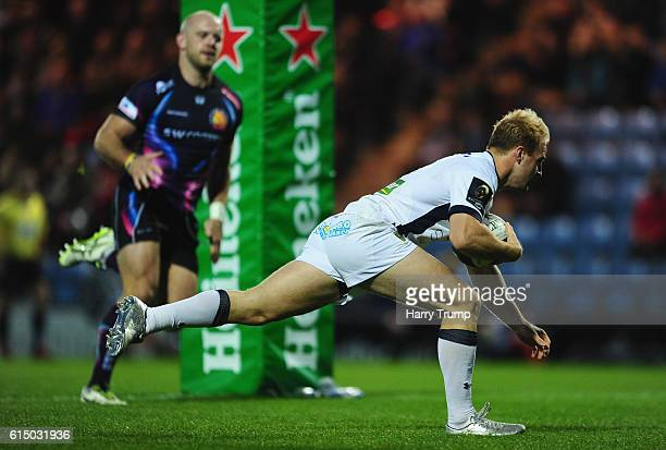 Nick Abendanon of ASM Clermont Auvergne scores his sides fourth try during the European Rugby Champions Cup match between Exeter Chiefs and ASM...