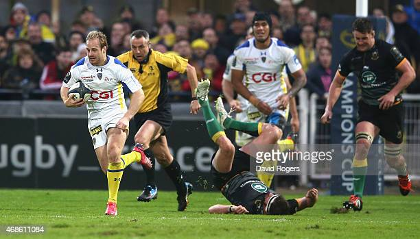 Nick Abendanon of Clermont Auvergne breaks clear to score a try during the European Rugby Champions Cup quarter final match between Clermont Auvergne...