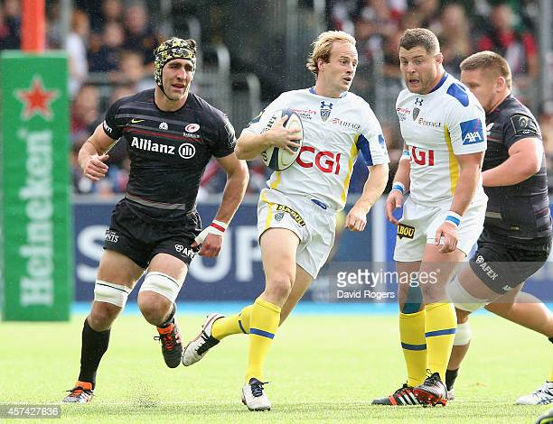 Nick Abendanon of Clermont breaks with the ball during the European Rugby Champions Cup match between Saracens and ASM Clermont Auvergne at Allianz...