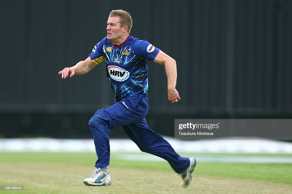 Nick Beard of Otago looks to field the ball during the HRV T20 Final match between the Otago Volts and the Wellington Firebirds at University Oval on January 20, 2013 in Dunedin, New Zealand.