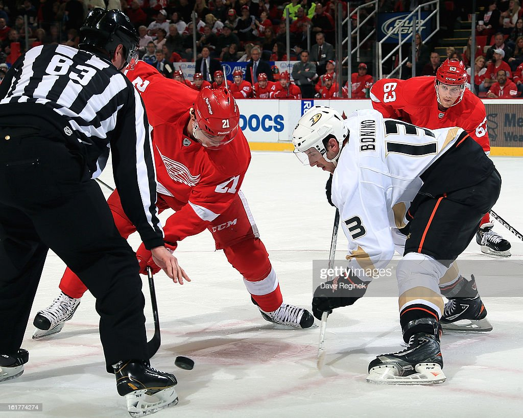 Nick Bonino #13 of the Anaheim Ducks and <a gi-track='captionPersonalityLinkClicked' href=/galleries/search?phrase=Tomas+Tatar&family=editorial&specificpeople=5652303 ng-click='$event.stopPropagation()'>Tomas Tatar</a> #21 of the Detroit Red Wings faceoff during a NHL game on February 15, 2013 at Joe Louis Arena in Detroit, Michigan.
