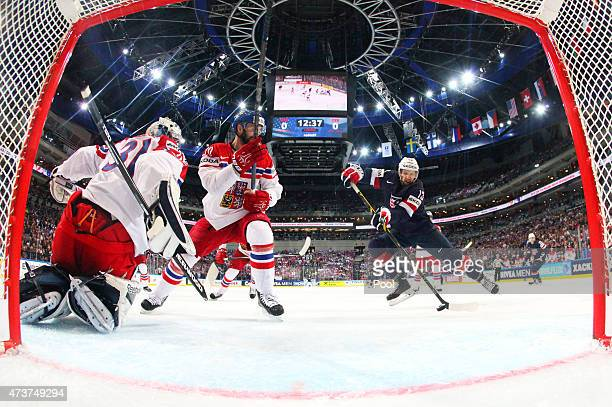 Nick Bonino of USA scores the opening goal during the 2015 IIHF Ice Hockey World Championship bronze medal game between Czech Republic and USA at the...