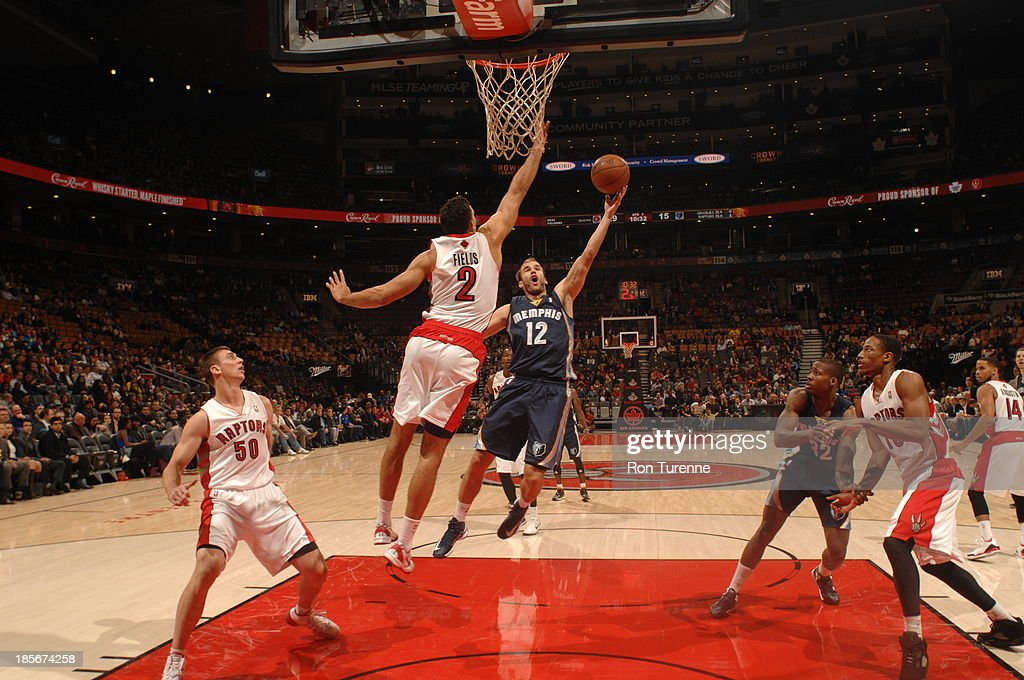 <a gi-track='captionPersonalityLinkClicked' href=/galleries/search?phrase=Nick+Calathes&family=editorial&specificpeople=4215915 ng-click='$event.stopPropagation()'>Nick Calathes</a> #12 of the Memphis Grizzlies shoots the ball against <a gi-track='captionPersonalityLinkClicked' href=/galleries/search?phrase=Landry+Fields&family=editorial&specificpeople=4184645 ng-click='$event.stopPropagation()'>Landry Fields</a> #2 of the Toronto Raptors during the game on October 23, 2013 at the Air Canada Centre in Toronto, Ontario, Canada.