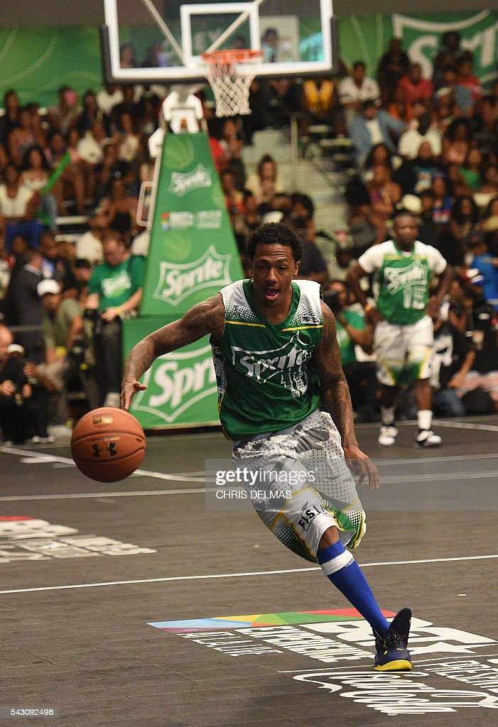 Nick Cannon participates in the Celebrity Basketball Game at BET Experience at the Convention Center in Los Angeles, on June 25, 2016. / AFP / CHRIS