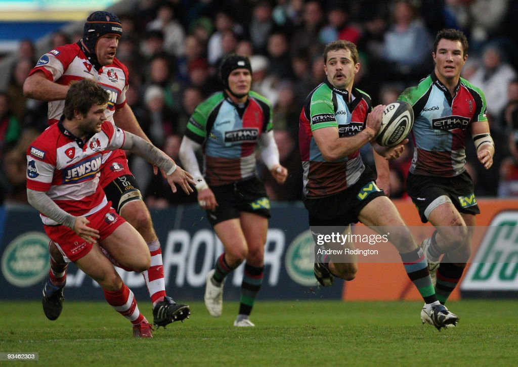 Nick Evans of Harlequins breaks through the Gloucester defence during the Guinness Premiership match between Harlequins and Gloucester at The Stoop...