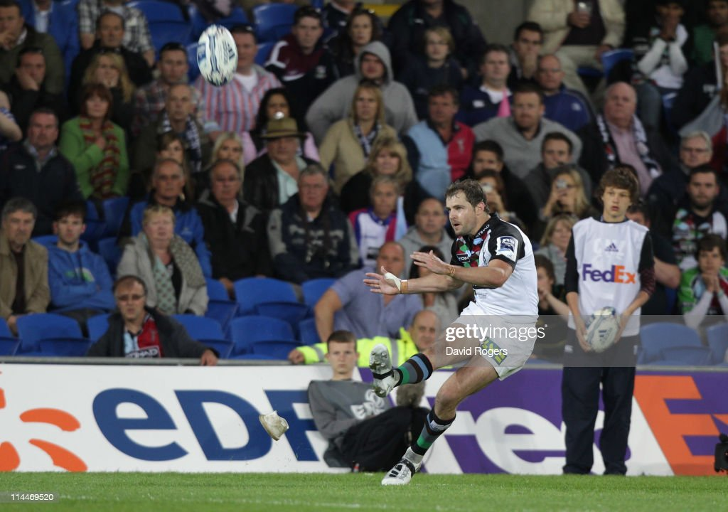 Nick Evans of Harlequins converts a last minute try by Gonzalo Camacho to win the match during the Amlin Cup final between Harlequins and Stade...