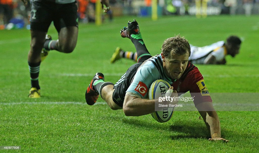Nick Evans of Harlequins dives in to score a try during the Aviva Premiership match between Harlequins and Wasps at Twickenham Stoop on October 16...