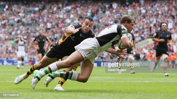Nick Evans of Harlequins dives over for a try during the Aviva Premiership match between London Wasps and Harlequins at Twickenham Stadium on...