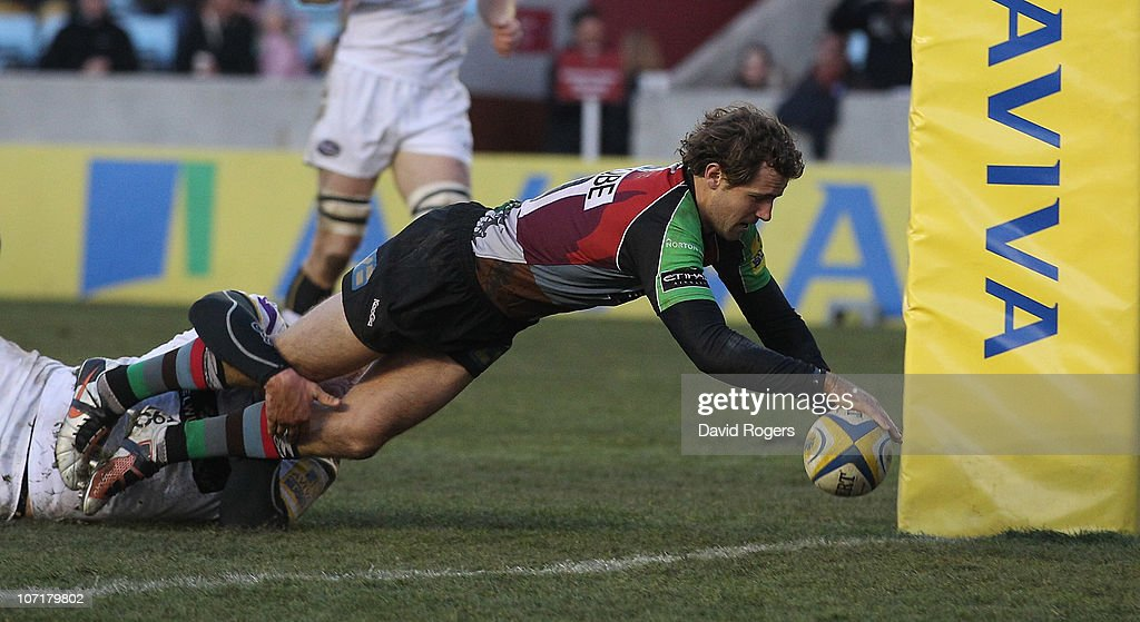 Nick Evans of Harlequins dives over to score a try during the Aviva Premiership match between Harlequins and Leeds Carnegie at The Stoop on November...