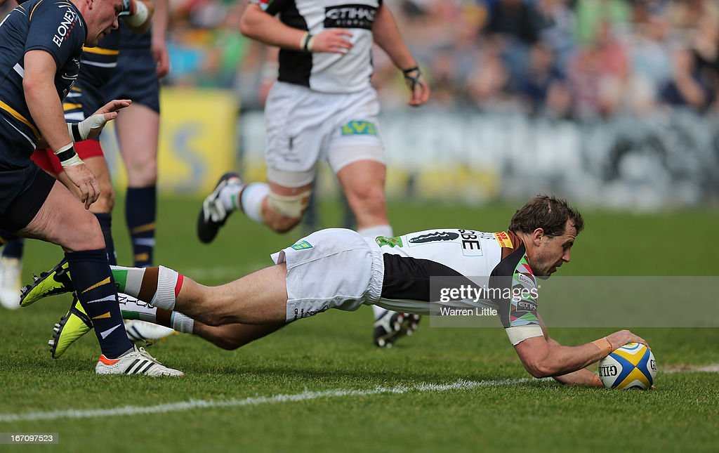 Nick Evans of Harlequins dives to score a try during the Aviva Premiership match between Worcester Warriors and Harlequins at Sixways Stadium on...