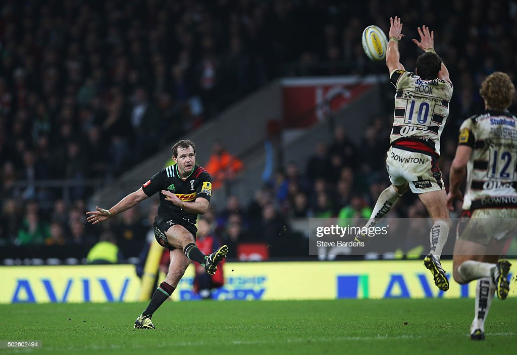 Nick Evans of Harlequins fails to score a late drop goal during the Aviva Premiership 'Big Game 8' match between Harlequins and Gloucester at...