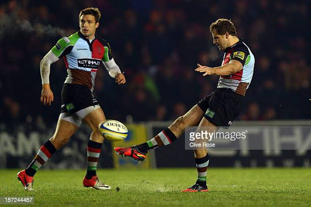 Nick Evans of Harlequins kicks a match winning drop goal during the Aviva Premiership match between Harlequins and Worcester Warriors at Twickenham...