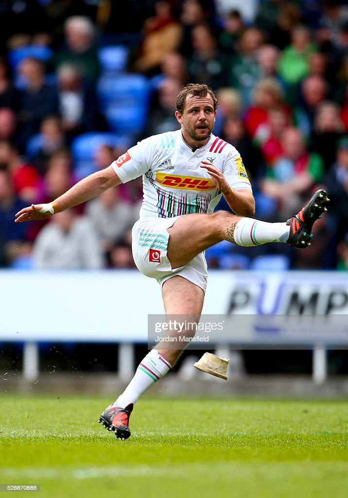 <a gi-track='captionPersonalityLinkClicked' href=/galleries/search?phrase=Nick+Evans+-+Rugbyspieler&family=editorial&specificpeople=724634 ng-click='$event.stopPropagation()'>Nick Evans</a> of Harlequins kicks during the Aviva Premiership match between London Irish and Harlequins at the Madejski Stadium on May 01, 2016 in Reading, England.