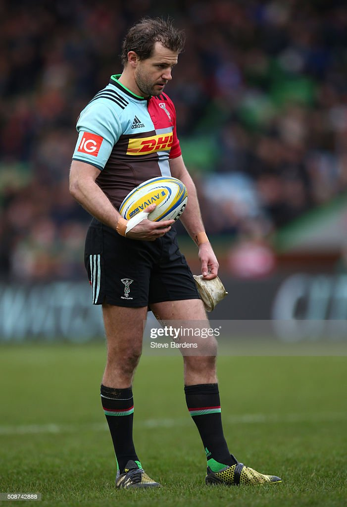 <a gi-track='captionPersonalityLinkClicked' href=/galleries/search?phrase=Nick+Evans+-+Rugby+Player&family=editorial&specificpeople=724634 ng-click='$event.stopPropagation()'>Nick Evans</a> of Harlequins prepares to take a kick during the Aviva Premiership match between Harlequins and Northampton Saints at Twickenham Stoop on February 6, 2016 in London, England.