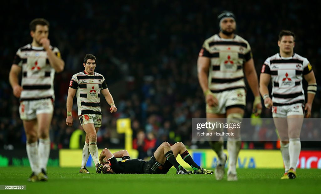 Nick Evans of Harlequins reacts after failing to score a late drop goal during the Aviva Premiership 'Big Game 8' match between Harlequins and...