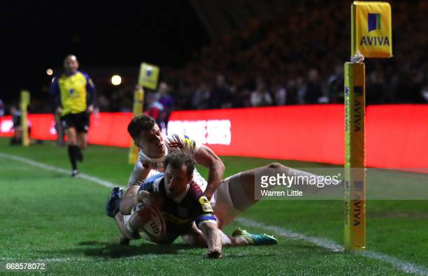 Nick Evans of Harlequins scores a try during the Aviva Premiership match between Harlequins and Exeter Chiefs at Twickenham Stoop on April 14 2017 in...