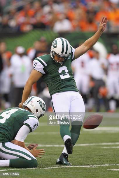 Nick Folk of the New York Jets connects for a field goal during the first half of the game against the Cincinnati Bengals at Paul Brown Stadium on...