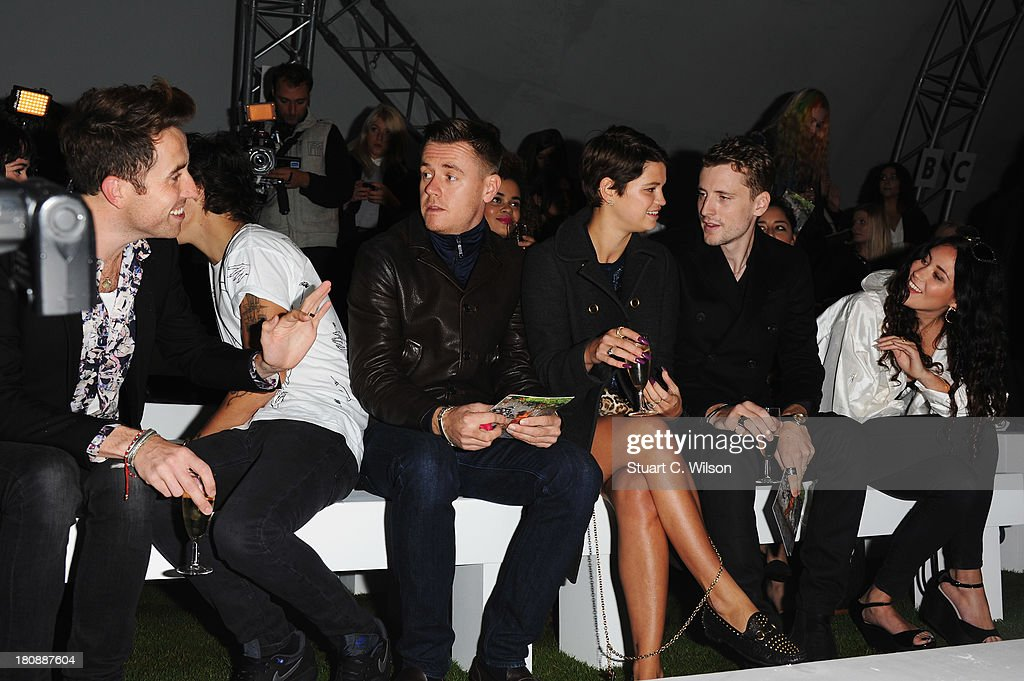 <a gi-track='captionPersonalityLinkClicked' href=/galleries/search?phrase=Nick+Grimshaw&family=editorial&specificpeople=4666727 ng-click='$event.stopPropagation()'>Nick Grimshaw</a>, <a gi-track='captionPersonalityLinkClicked' href=/galleries/search?phrase=Harry+Styles&family=editorial&specificpeople=7229830 ng-click='$event.stopPropagation()'>Harry Styles</a>, guest, <a gi-track='captionPersonalityLinkClicked' href=/galleries/search?phrase=Pixie+Geldof&family=editorial&specificpeople=208703 ng-click='$event.stopPropagation()'>Pixie Geldof</a> and Eliza Doolittle (R) attend the Fashion East show during London Fashion Week SS14 at TopShop Show Space on September 17, 2013 in London, England.