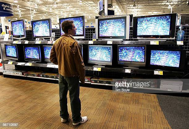 Nick Hehn shops for flatpanel wide screen televisions at a Best Buy store January 31 2006 in Niles Illinois Sales of televisions are reportedly up...