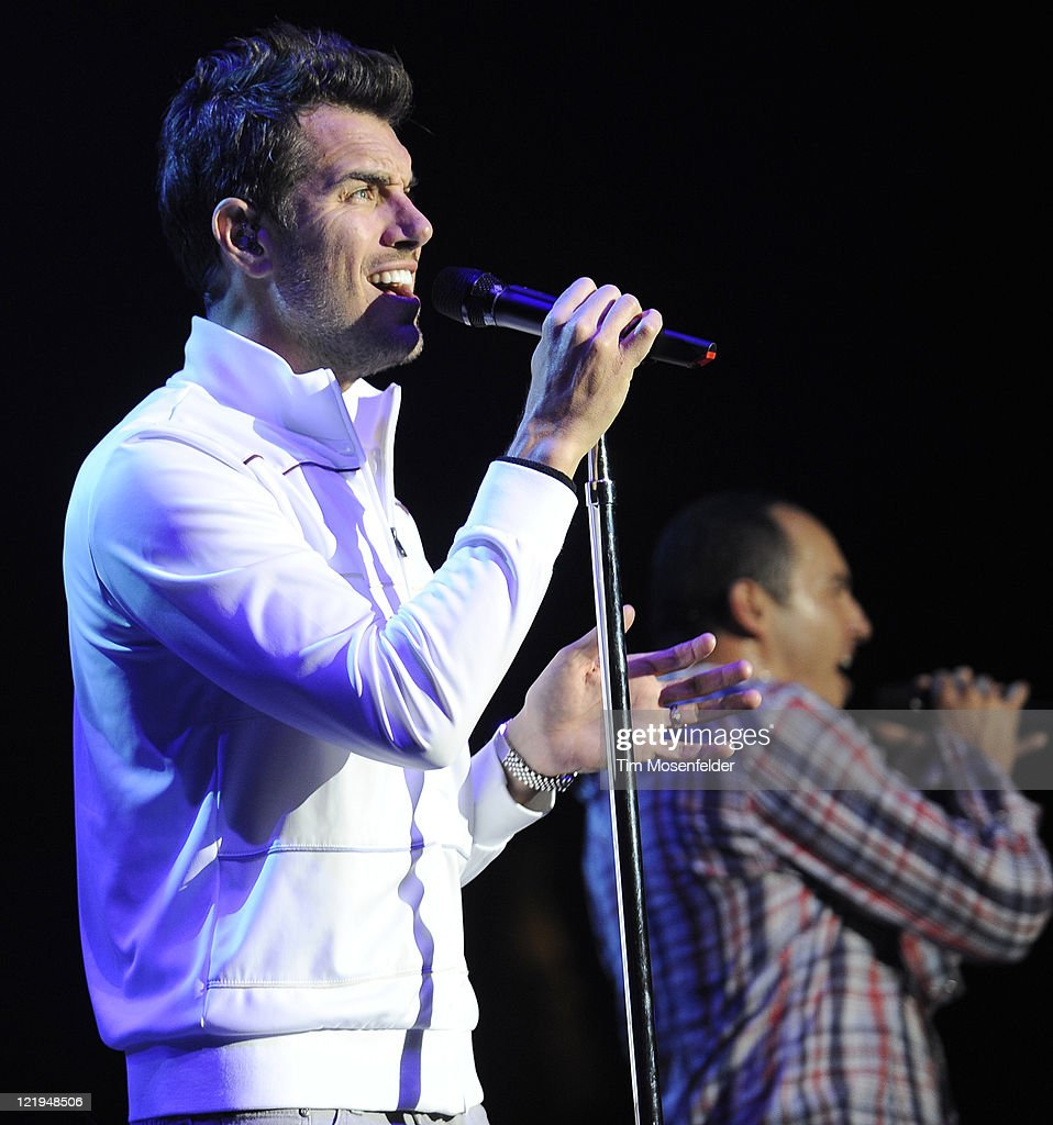 Nick Hexum (L) of 311 performs in support of the bands' Universal Pulse at Shoreline Amphitheater on August 23, 2011 in Mountain View, California.