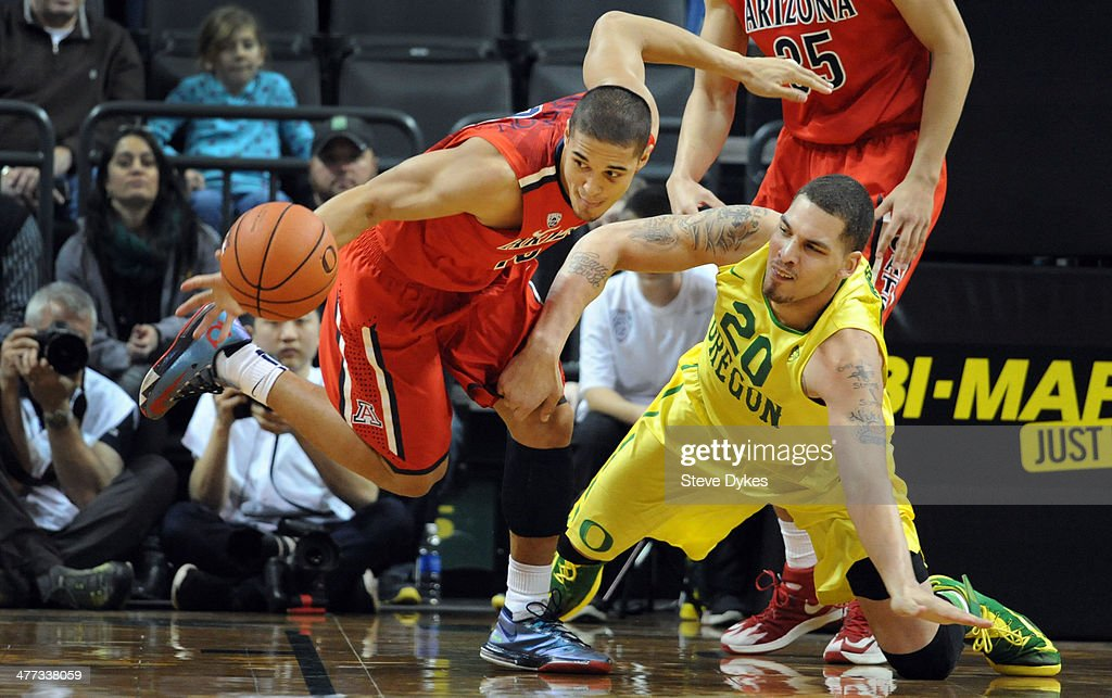 Nick Johnson #13 of the Arizona Wildcats goes after a loose ball with Waverly Austin #20 of the Oregon Ducks during the second half of the game at Matthew Knight Arena on March 8, 2014 in Eugene, Oregon. Oregon won the game 64-57.