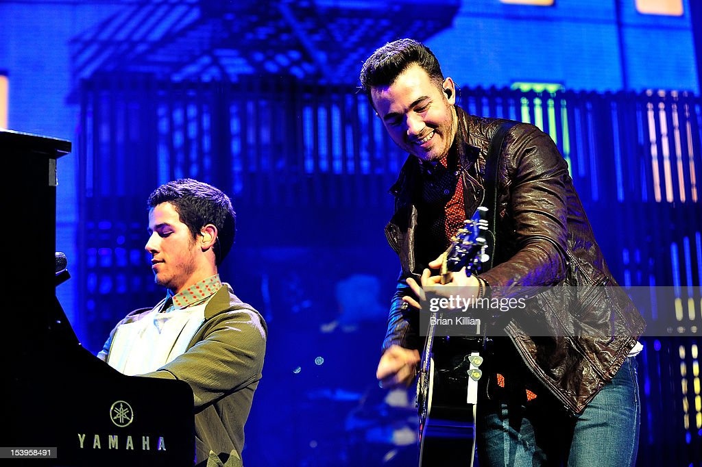 <a gi-track='captionPersonalityLinkClicked' href=/galleries/search?phrase=Nick+Jonas&family=editorial&specificpeople=842713 ng-click='$event.stopPropagation()'>Nick Jonas</a> and <a gi-track='captionPersonalityLinkClicked' href=/galleries/search?phrase=Kevin+Jonas&family=editorial&specificpeople=709547 ng-click='$event.stopPropagation()'>Kevin Jonas</a> of the Jonas Brothers perform at Radio City Music Hall on October 11, 2012 in New York City.
