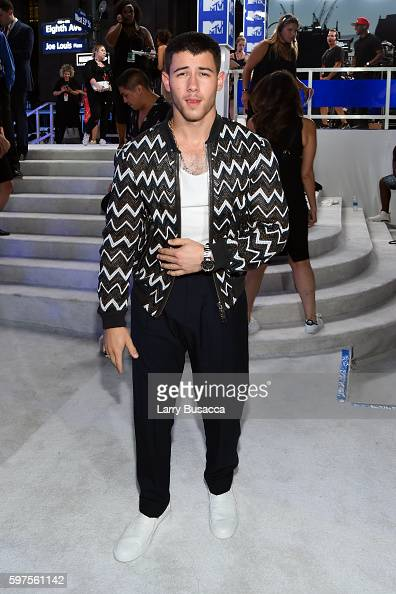 nick-jonas-attends-the-2016-mtv-video-music-awards-at-madison-square-picture-id597561142